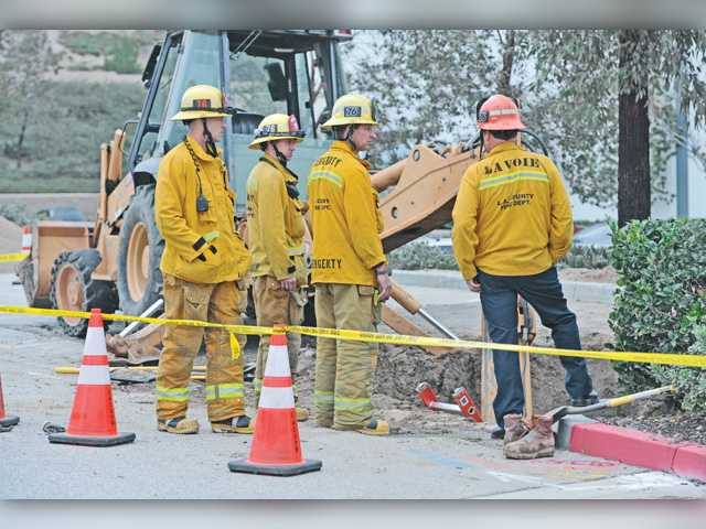 UPDATE: Trench collapses in Castaic, briefly traps worker