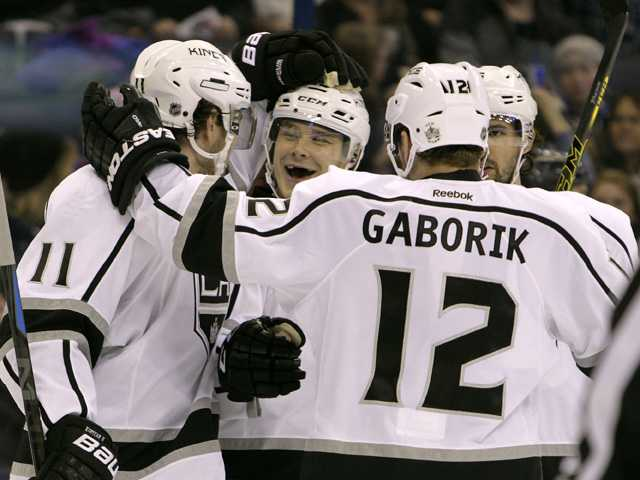Kings hang on over Blue Jackets for 2nd straight win