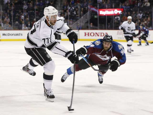 Kings extend winning streak to 6 games over Avs