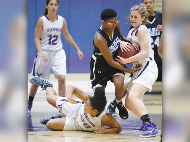 Valencia girls basketball shows strength in playoffs