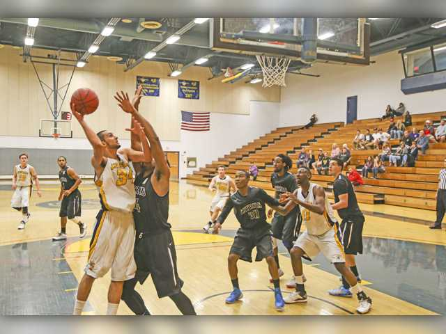 COC Insider: Cougars men's hoops rallies to playoffs