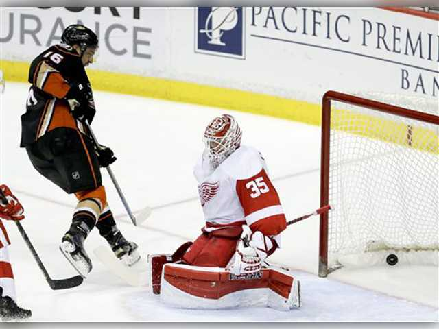 3rd-period flurry, shootout lift Ducks