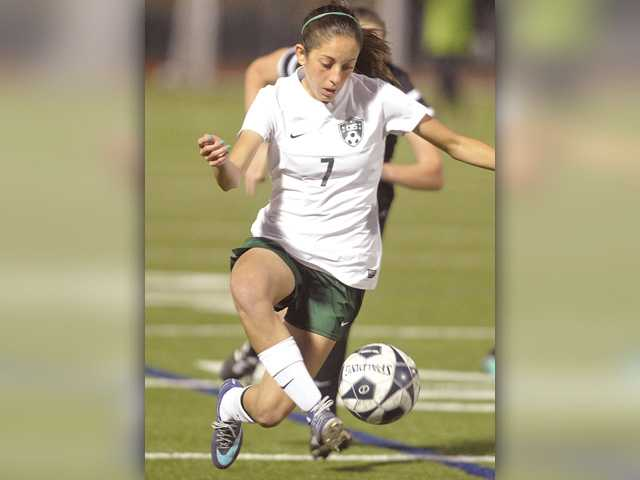 Comeback falls short for Canyon girls soccer