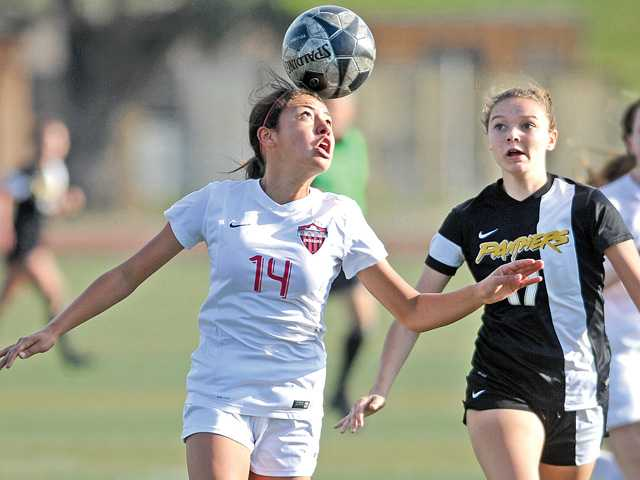 Hart girls soccer advances to semifinals