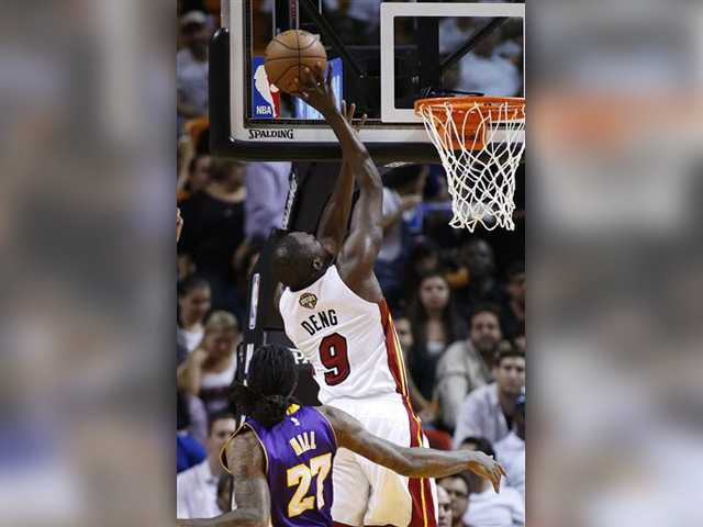 Lakers fall late to Heat