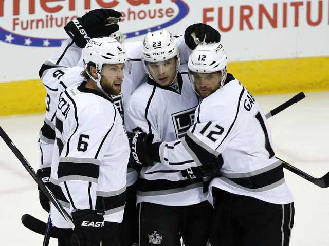 Kings chase rookie goalie in win over Avs