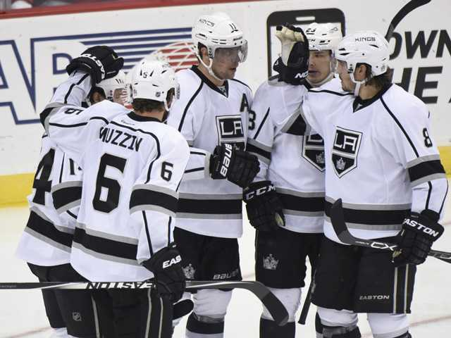 Kings start off road trip with win over Devils