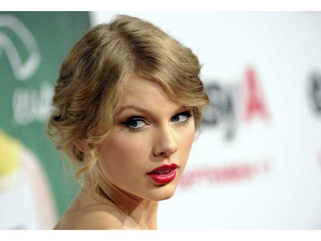 Taylor Swift buys .porn and .adult domain names to protect her body image