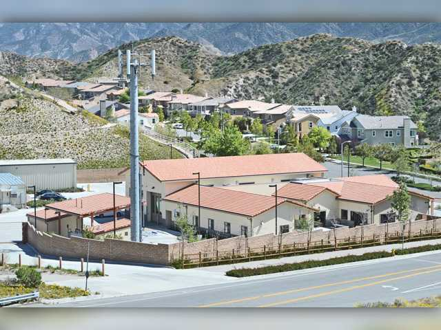 Santa Clarita decries cell towers, withdraws from authority looking to build them