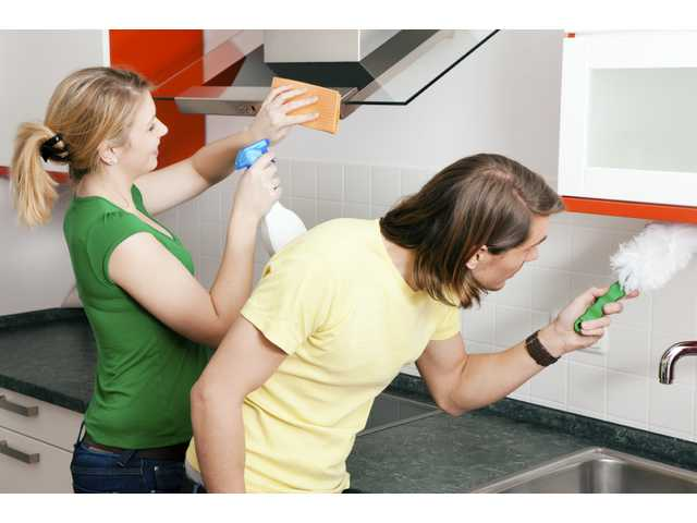 5 reasons you should be helping your wife clean house