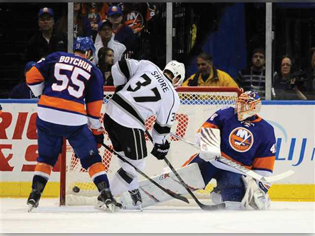 Kings win 3rd straight on trip, top Islanders 3-2