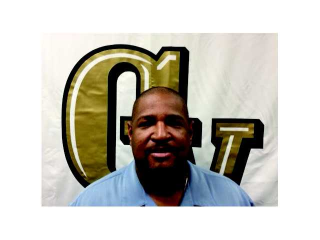 Golden Valley hoops brings back former coach to lead program