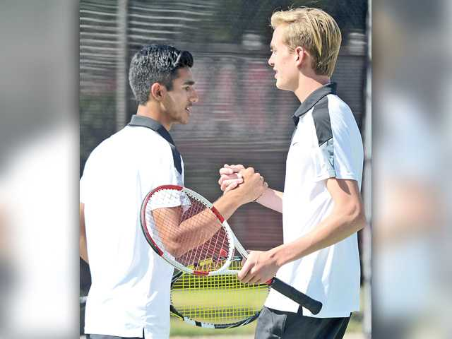 Foothill tennis roundup: Valencia, West Ranch hold up at the top