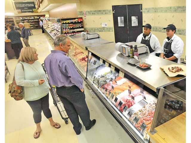 Haggen greets first SCV shoppers