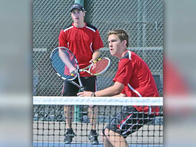 Valencia tennis wins to secure 2nd in league