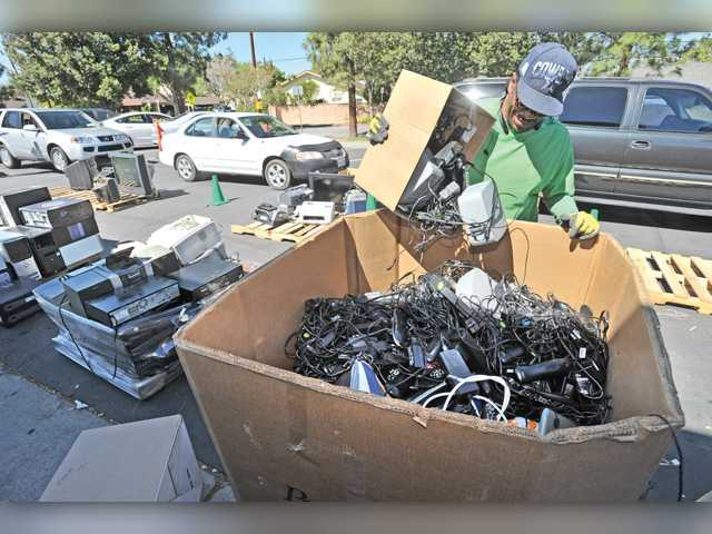 Parent group holds e-waste recycling fundraiser