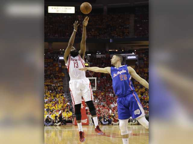 Houston avoids elimination with win over Clippers