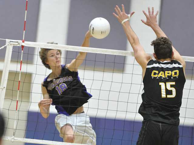 Valencia volleyball coasts to the semifinals