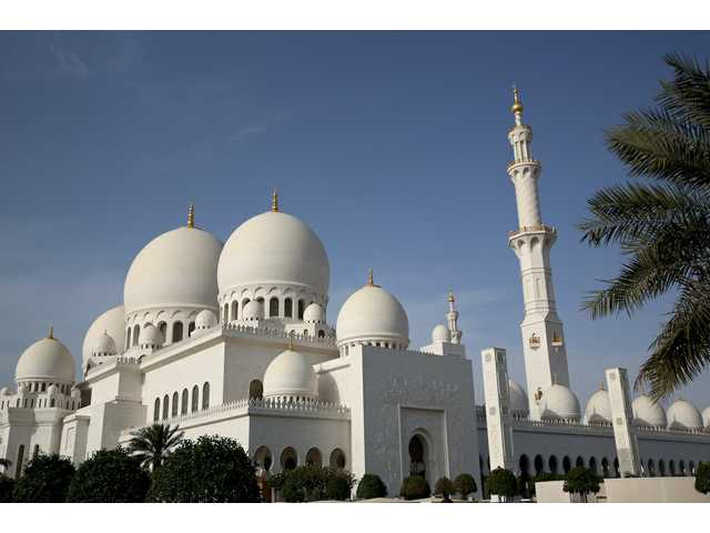 Visiting the Grand Mosque of Abu Dhabi