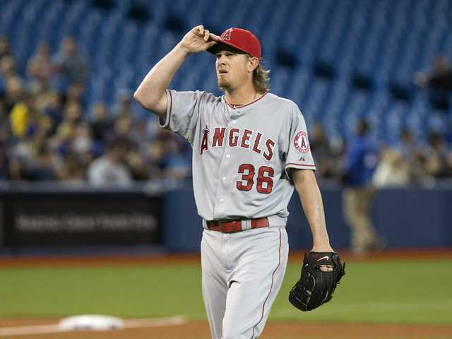 Angels deliver in clutch to beat Blue Jays