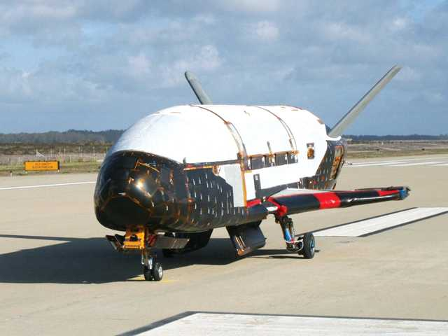 Air Force launches hush-hush mini-shuttle into space