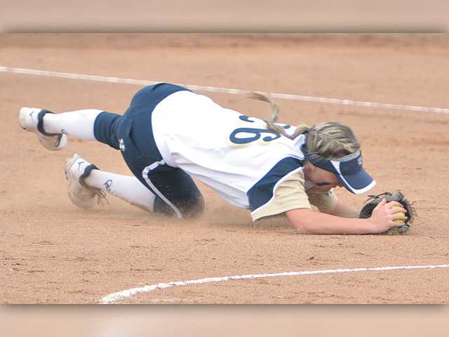 Clutch hit gives West Ranch softball the victory