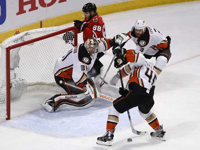 Ducks beat Blackhawks 2-1 in Game 3 of Western finals