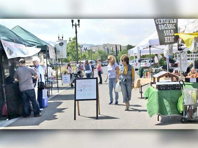 Farmers Market again welcoming shoppers in Newhall
