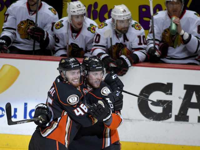 Ducks beat Blackhawks in OT of pivotal Game 5