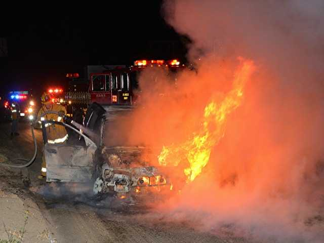 County firefighters douse early-morning car fire in the Santa Clarita Valley