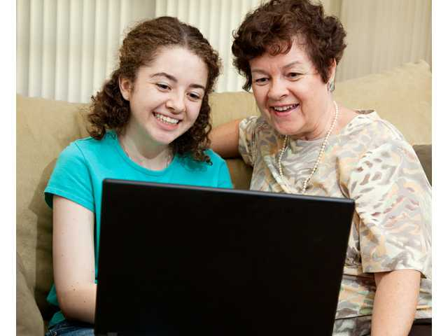 Teens often mine the Internet for health advice, but they trust parents more, study says