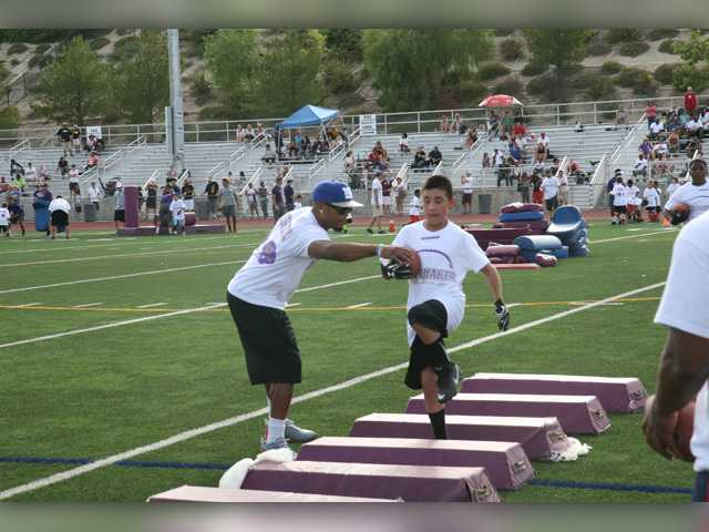 Shane and Brock Vereen team up for football camp at Valencia High