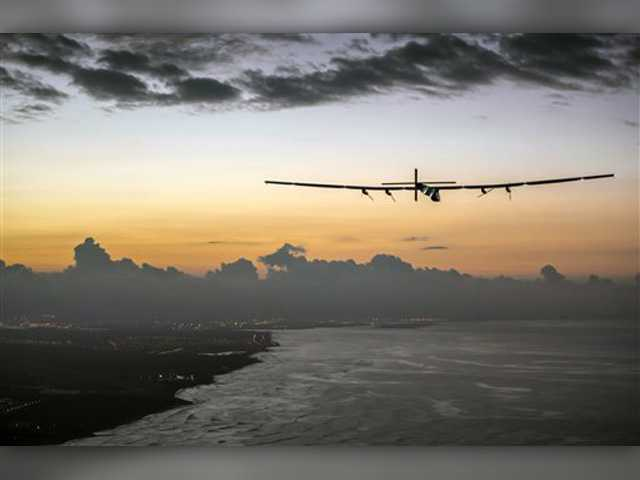 Solar plane lands in Hawaii after record-breaking flight