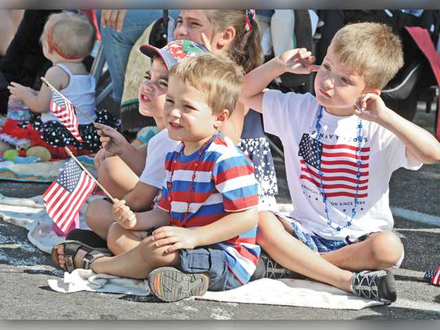 Thousands turn out for Santa Clarita Fourth of July parade