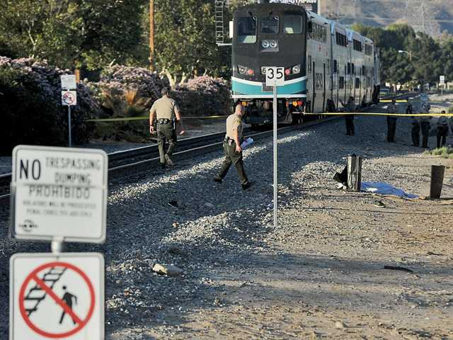 Man struck, killed by train in the Santa Clarita Valley