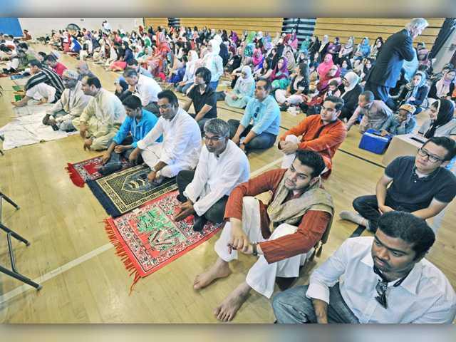 Hundreds gather for event celebrating Ramadan