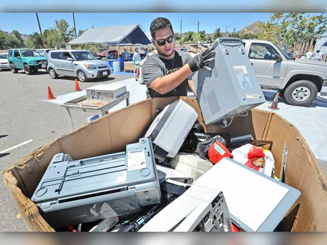 Thousands drop off household hazardous waste at county recycling event