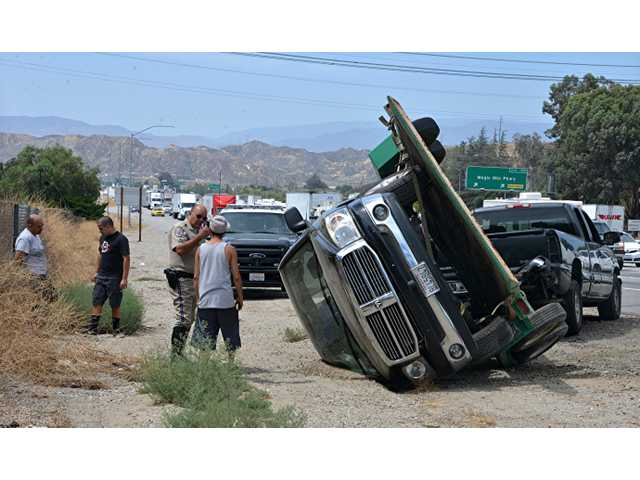 Trailer overturns on 5 freeway