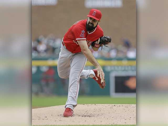 Shoemaker lifts Angels to win over Tigers