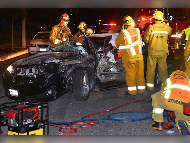 Crash injures one in Canyon Country