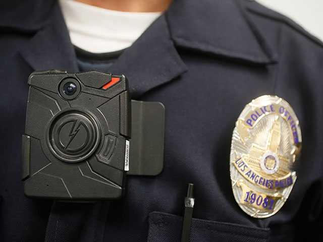 Los Angeles police begin to patrol wearing body cameras