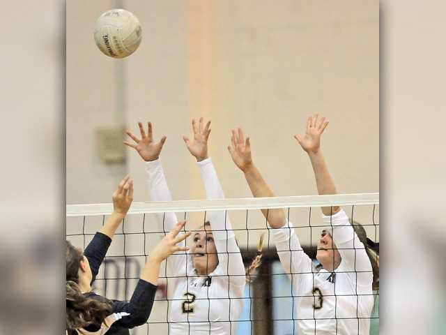 West Ranch girls v-ball opens with a sweep