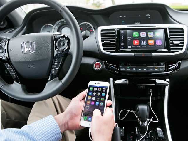 Chris Martin From Honda North America Demonstrates Apple CarPlay In Torrance Calif