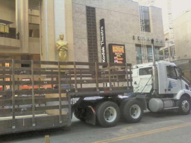 Entertainment Industry Logistics Company Buys Valencia Warehouse