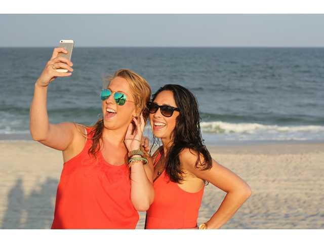Selfies more fatal than shark attacks in 2105, report reveals