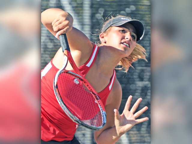 Foothill tennis roundup: Full strength and in control