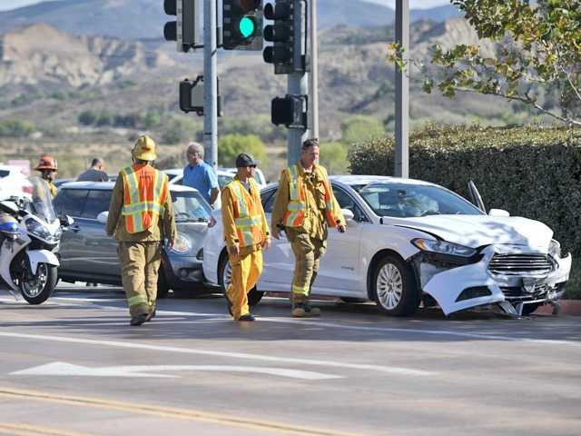No one hurt in 2-car crash in Valencia