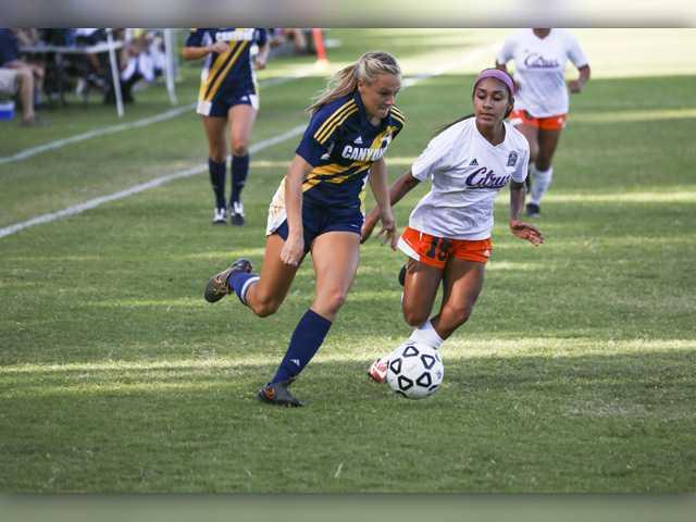 COC Insider: Kneisel breaks women's soccer record