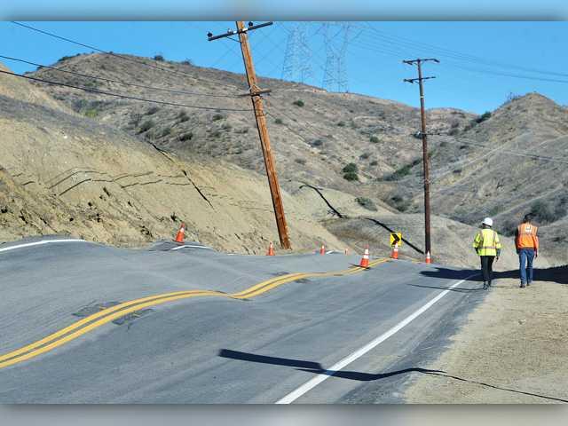 UPDATE: Santa Clarita Valley road shut down due to buckling