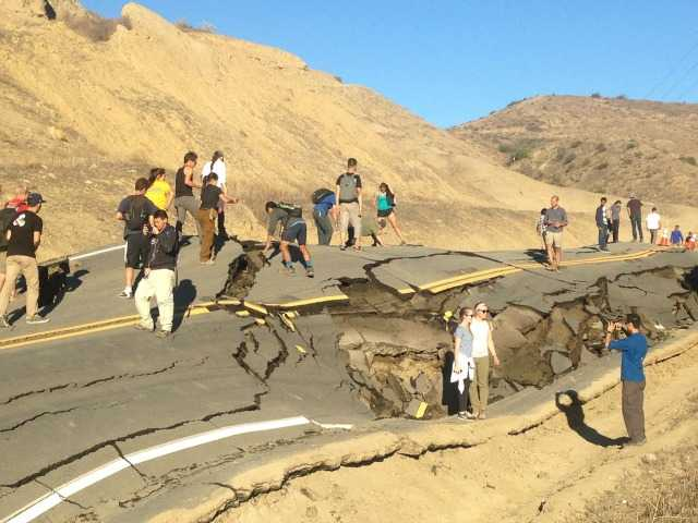 Landslide near Santa Clarita keeps buckled Vasquez Canyon Road closed